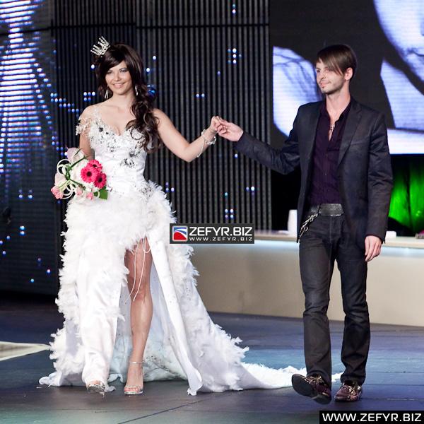 ZEFYR.BIZ - Svatební šaty roku 2010 - 11. ročník soutěže módních ... 692c0ddeca